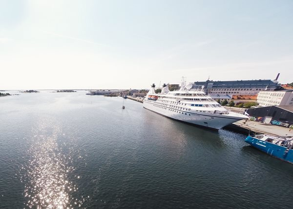 Seabourn Legend_Karlskrona City Port3_2014.jpg